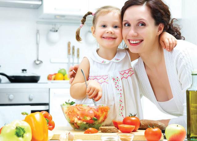 الطرق الرئيسية لتغذية طفلك بطريقة صحية