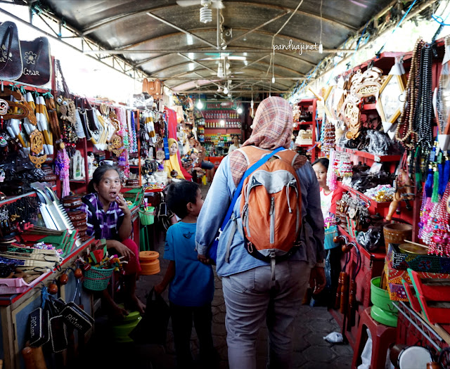 Pasar Oleh Oleh di Kawasan Wisata Bung Karno