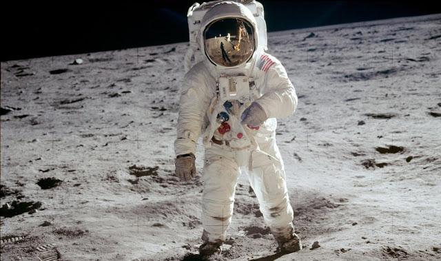 poze Luna-astronaut