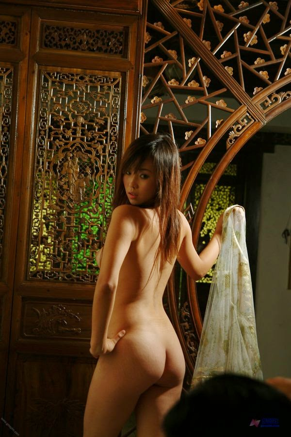 Traditional Chinese Woman Home Nude Modeling Pics (Gallery-2)