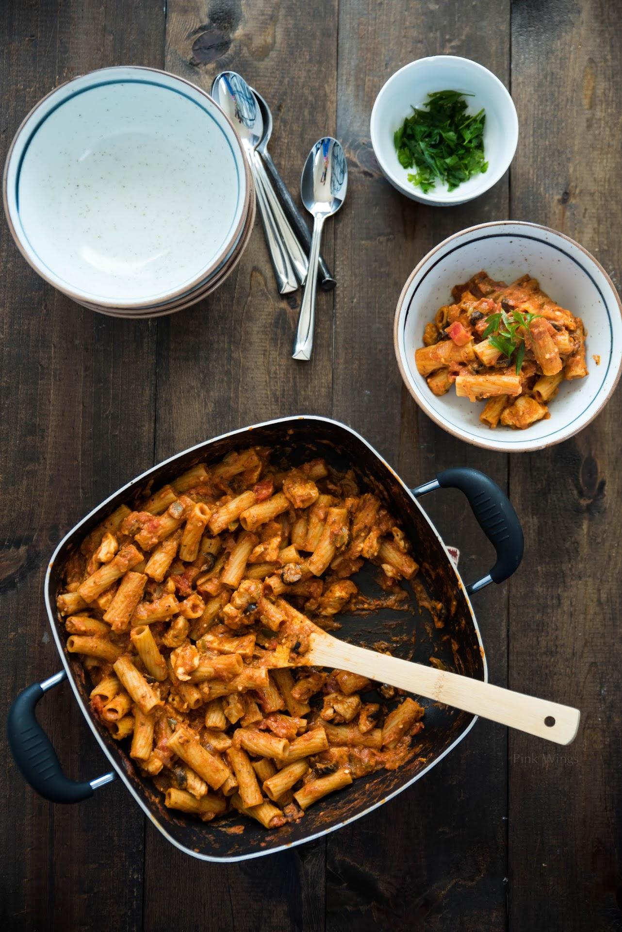 rigatoni pasta recipe, chicken riggies recipe, utica ny food, upstate ny blogger, lds mormon food blogger, one pot pasta dish recipe, creamy pasta sauce, spicy pasta, san francisco bay area food blogger, california, asian blogger, easy italian recipe
