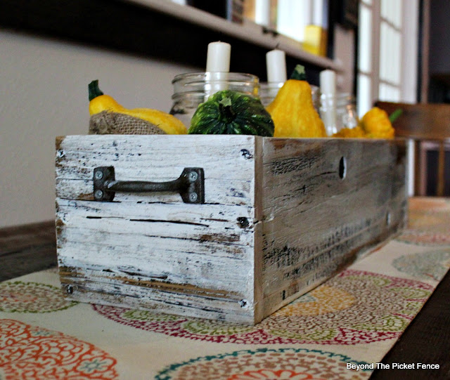 crate, salvaged, farmhouse, reclaimed wood, fall centerpiece, https://goo.gl/cdoqCj
