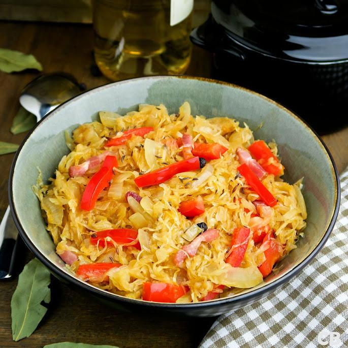 Lang gestoofde zuurkool met spekjes en paprika