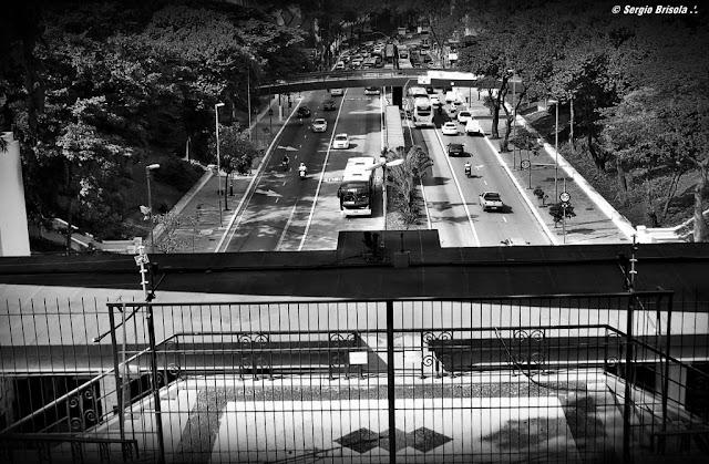 Vista ampla de trecho da Avenida 9 de Julho próxima a Avenida Paulista - São Paulo