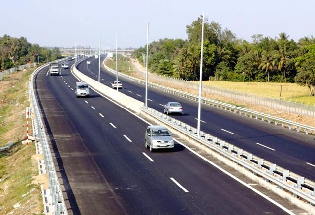 Kinh nghiệm lái xe an toàn trên đường cao tốc