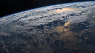 سطح الأرض