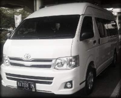 Rental Hiace Commuter di Padang