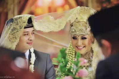 Menikahlah Sebelum Mapan, Agar Kelak Anak Kamu Tahu Caranya Berjuang - SHARE !!