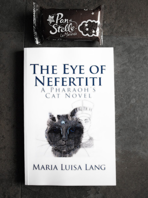 The eye of Nefertiti by Maria Luisa Lang