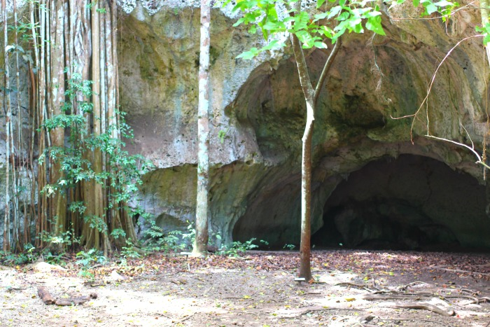 james bond was filmed at the green grotto caves