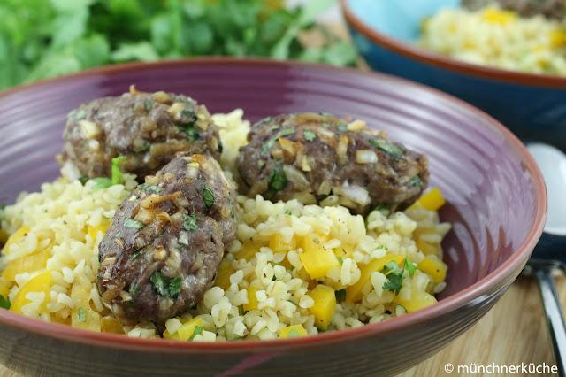 Rindfleischbällchen mit Teryiakisauche und Salat
