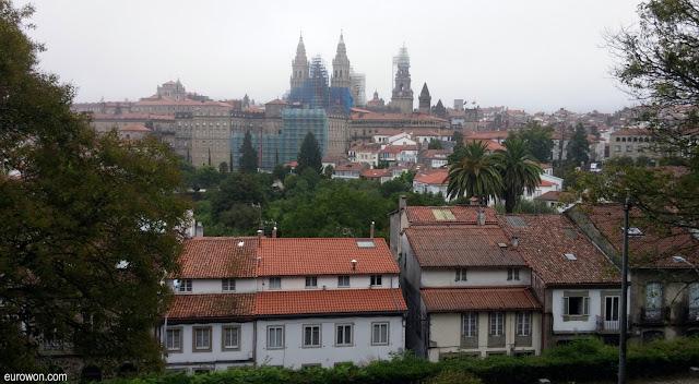 Catedral de Santiago con niebla