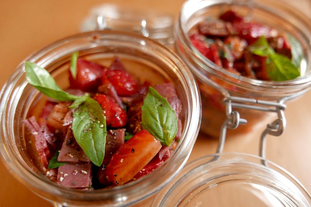 Aux petits oignons salade de fraises et magrets s ch s au - Basilic seche a ne pas consommer ...
