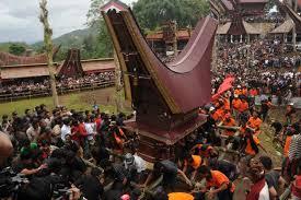 Upacara-Adat-dan-Sistem-Kepercayaan-Sulawesi-Selatan