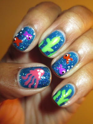 Blue, holo, stripe glittler, H&M, fish, jelly fish, seaweed, under the sea, nails, nail art, nail design, mani