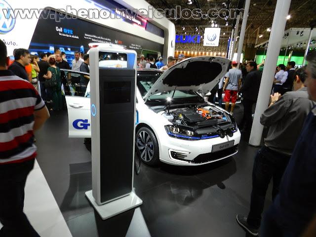 Stand da Volkswagen apresenta: Golf GTE e Fox BlueMotion! Fotos, informações e curiosidades