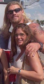 Foto Edge dengan istri keduanya Lisa Ortiz