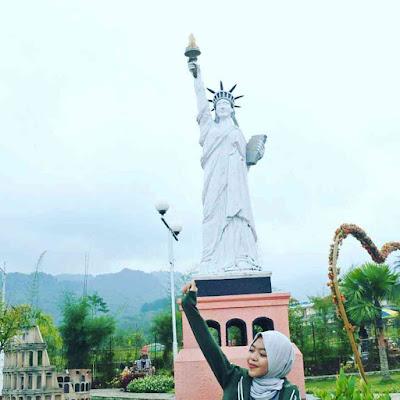 Spot Patung Liberty