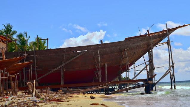 Proses Pengerjaan Phinisi di Butta Panrita Lopi Pantai Panrang Luhu Bulukumba