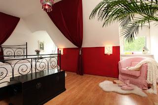 schlafzimmer mit dachschräge tapezieren