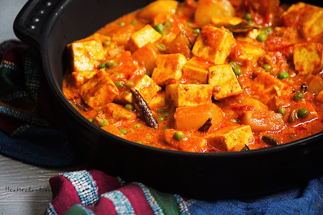 how to make Rich and Creamy Bengali Matar Paneer / Bengali Paneer and Peas curry recipe and preparation with step by step pictures
