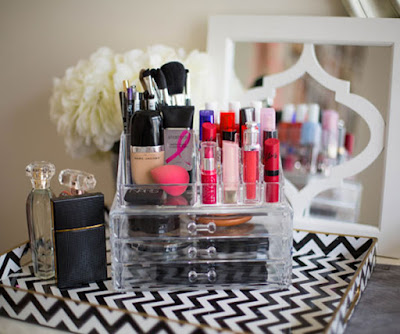 how-to-keep-your-make-up-products-safe-during-monsoon
