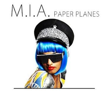 33-Minuten-One-Song-Set/Remix von M.I.A.'s PAPER PLANES