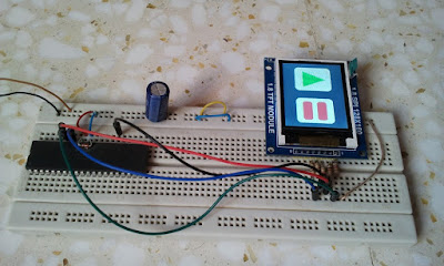 PIC18F4550 microcontroller with ST7735R SPI TFT BlackTap (ST7735S)