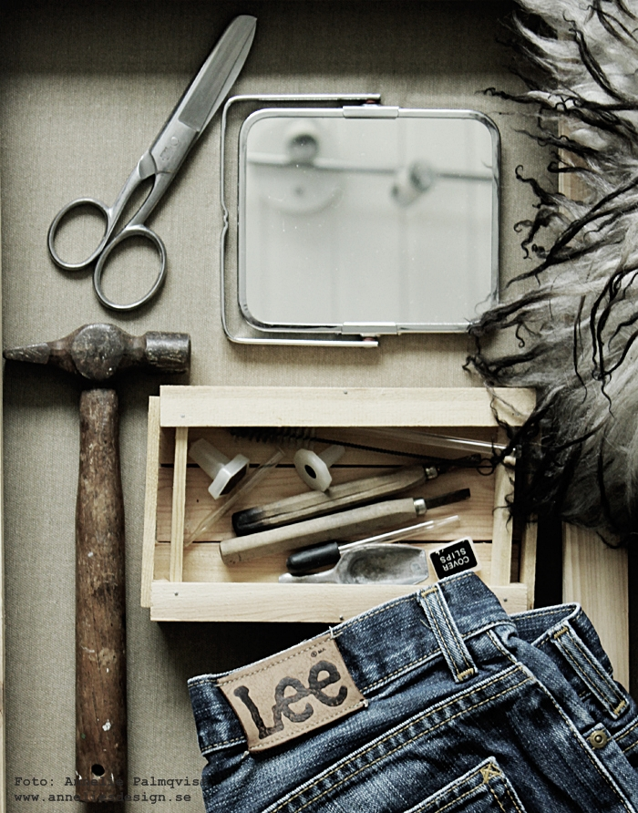loppis, loppisfynd, gamla verktyg, hammare, linoleum, second hand, vintage, spegel, detaljer, varberg,