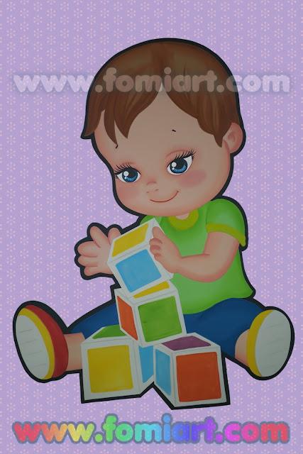 Niño jugando con dados