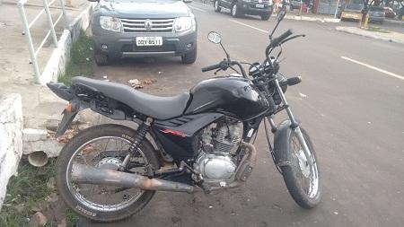 CAXIAS: PM detém dupla com moto roubada e arma de fogo no bairro São Pedro