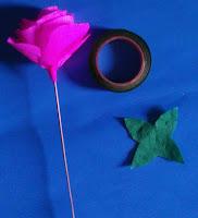 Bentuk Bunga mawar dari kertas krep 2