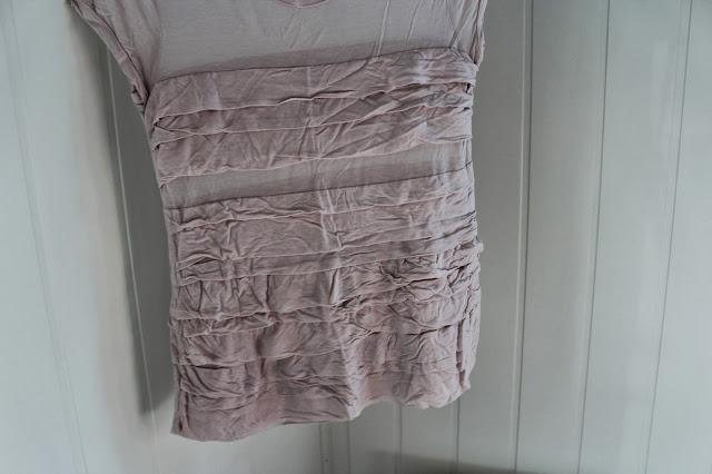 645065fa Søt og utrolig fin t-skjorte med volanger i en dus rosa farge fra Filippa  K. Denne har vært en favoritt i et par år nå, men dessverre har den ...