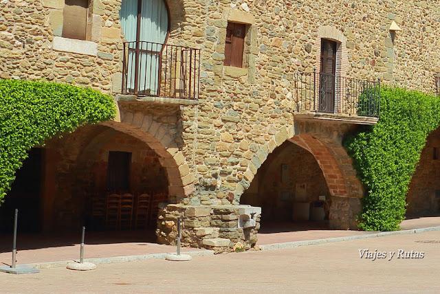 Mitgera de la Plaza Jaime I, Monells