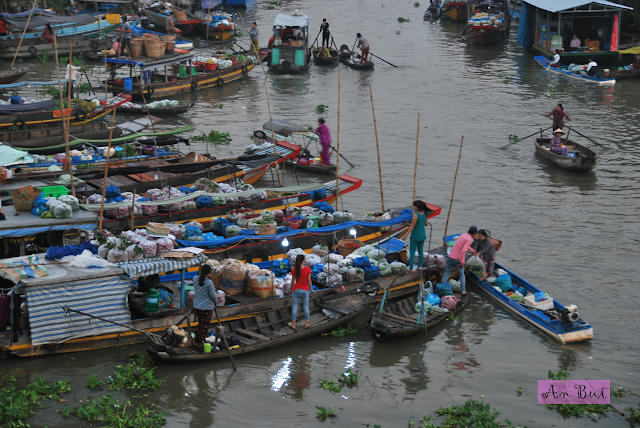 Nga Nam Floating Market in the early morning