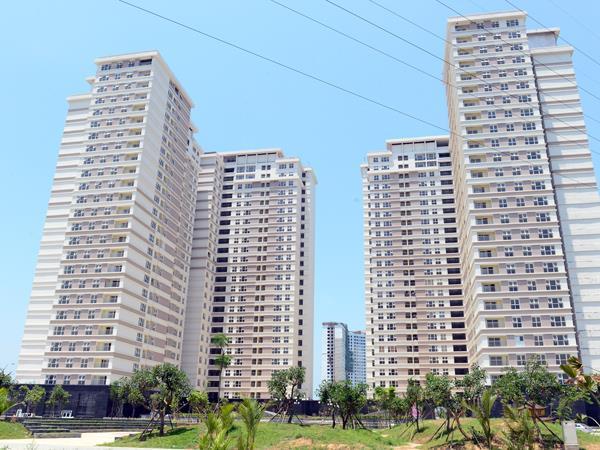 Nhiều tòa chung cư nối đuôi nhau trên trục đường Lê Văn Lương