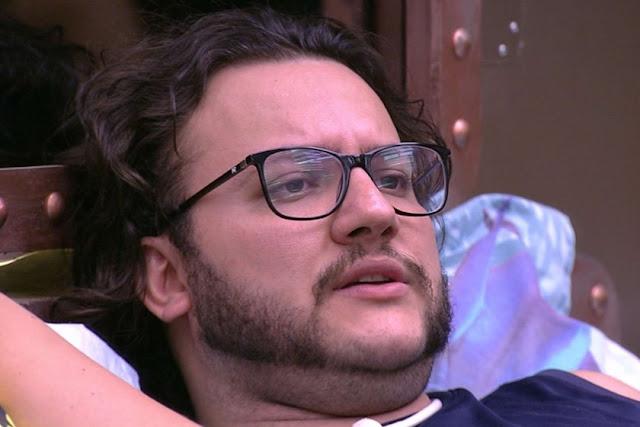 BBB18: Em vídeo, Diego aparece se masturbando ao lado de Ana Paula