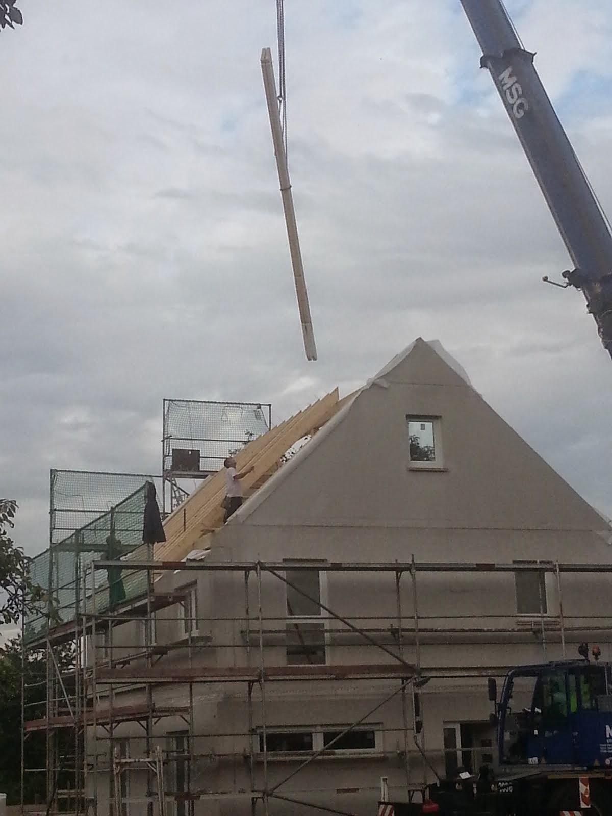 wir bauen ein okal haus dachsparren einseitig gleich fertig. Black Bedroom Furniture Sets. Home Design Ideas