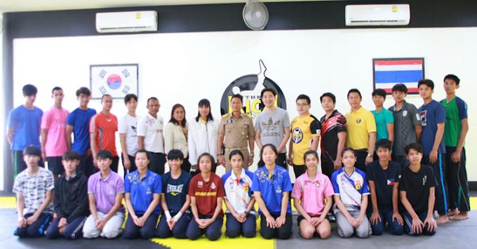 มูลนิธิเพื่อการพัฒนากีฬาจังหวัดกระบี่ มอบเงินสนับสนุน นักกีฬาเทควันโด้ ทีมชาติไทยที่มา เก็บตัวฝึกซ้อม ที่ จ.กระบี่