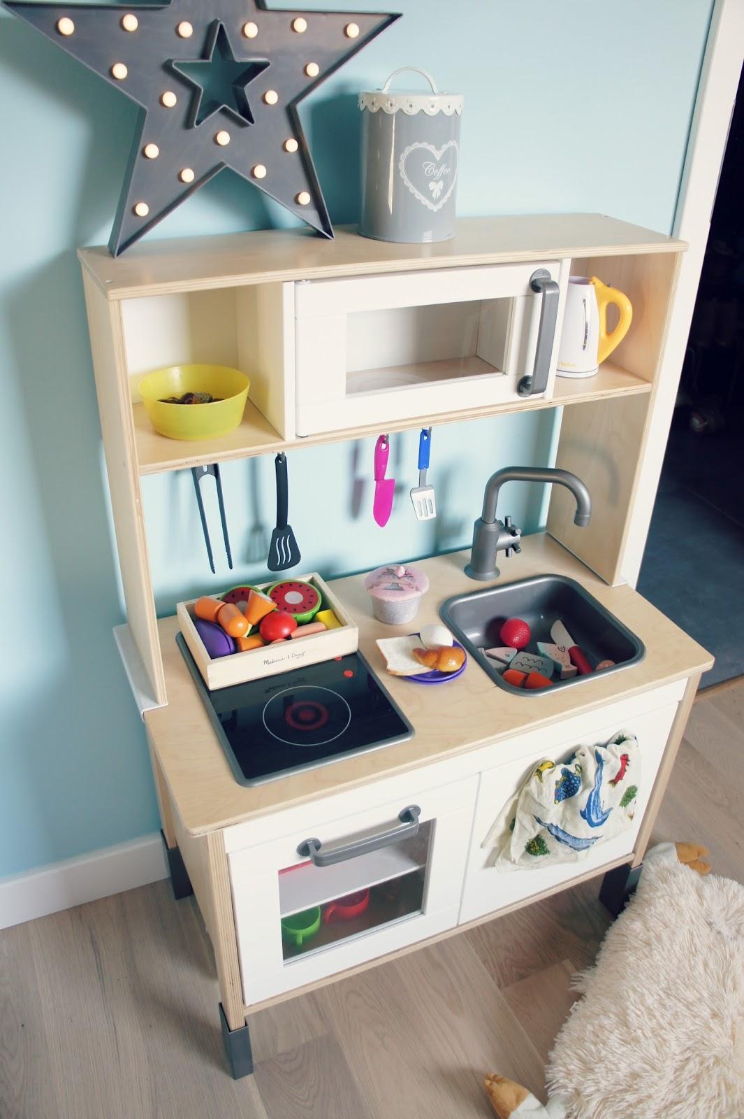 Zabawkowa kuchnia Duktig z Ikea  czy warto kupić? Moja opinia i pomysły na a   -> Ikea Kuchnia Dla Dzieci Drewniana