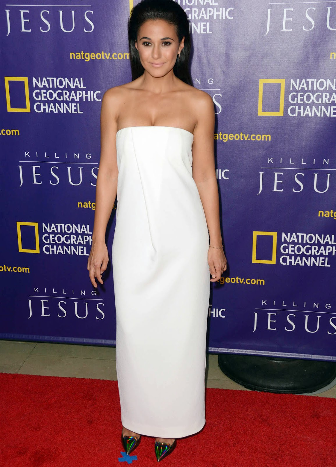 Emmanuelle Chriqui Is White Hot