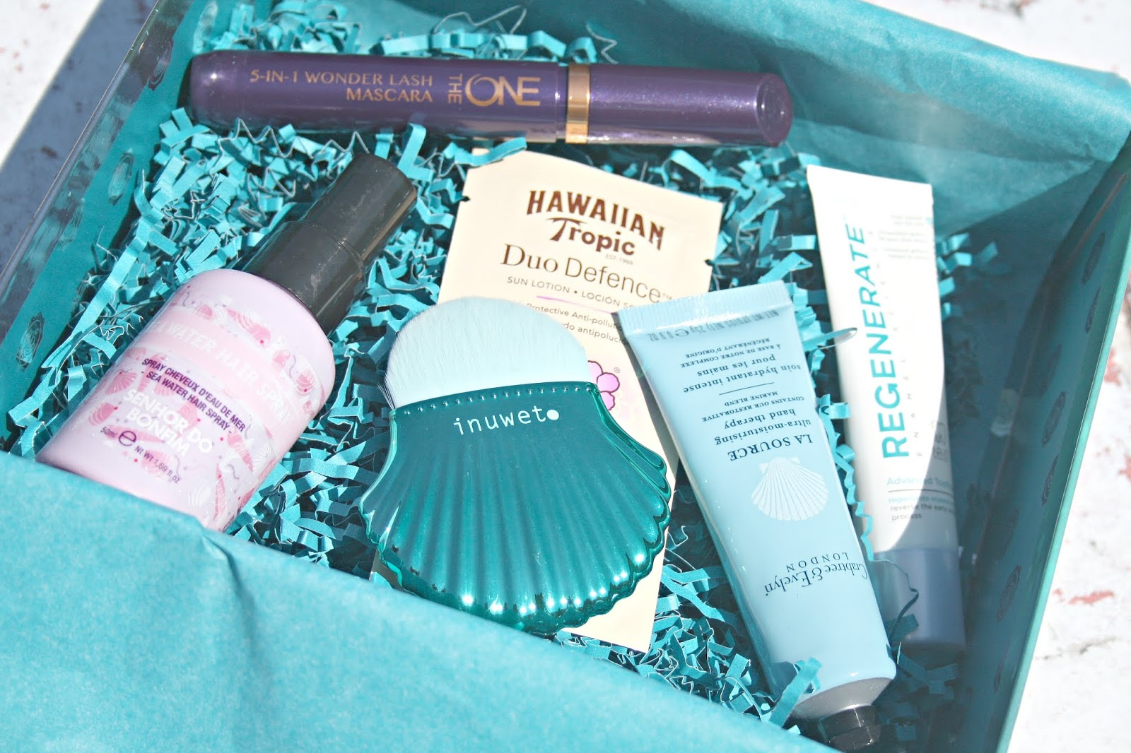 Glossybox Under The Sea July Edition Beauty Queen Uk Bloglovin Holiday Series Hawaii Breeze 200ml Senhor Do Bonfim Water Hair Spray 16 A Full Size Product At 50ml This Is Said To Help You Achieve Beachy Mermaid Waves