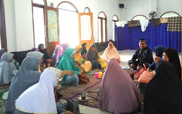 M. Nurfahroji Sosialisasikan JKN Ke Majelis Taklim Di Srimahi Tambun Utara