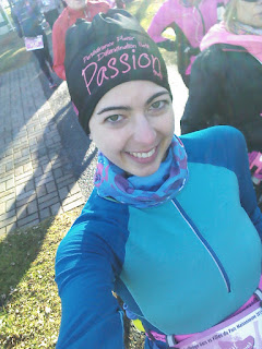 Coureuse souriante départ de course