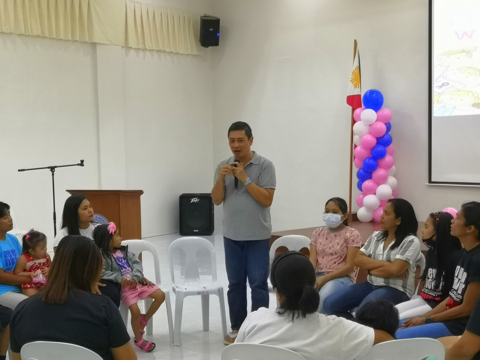 Mr. Atho dela Cruz giving inspirational talk to kids with cancer and their parents.
