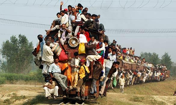 http://4.bp.blogspot.com/-pheSCXU4xx0/TiiqyOJHV_I/AAAAAAAADWU/2FyjhuvbGR4/s640/indian-train.jpg