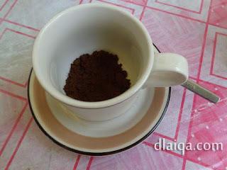tambahkan bubuk kopi