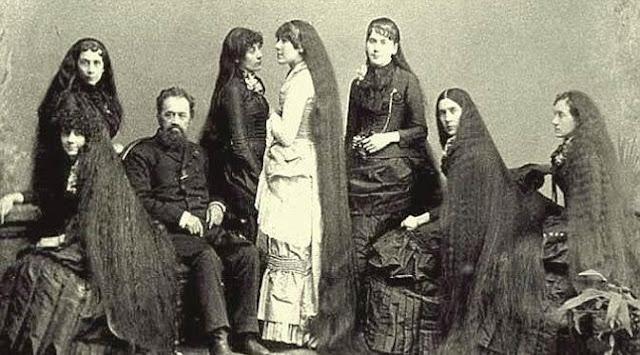 keluarga unik dengan seluruh anggota keluarga berambut panjang