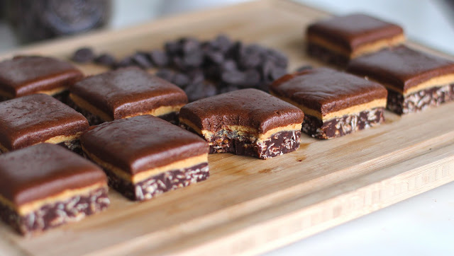 Healthy Chocolate Peanut Butter Fudge - Desserts with Benefits