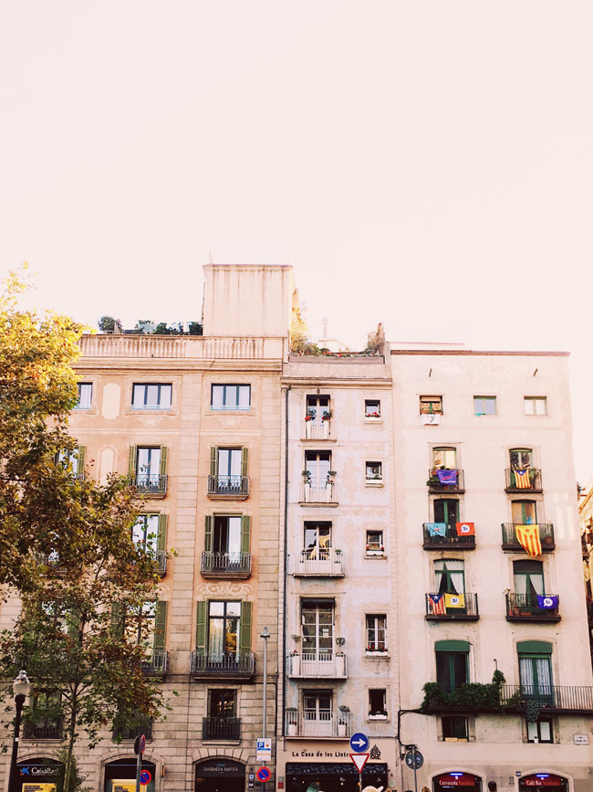 Barcelona in 3 days - Barcelona travel guide - apartment facades
